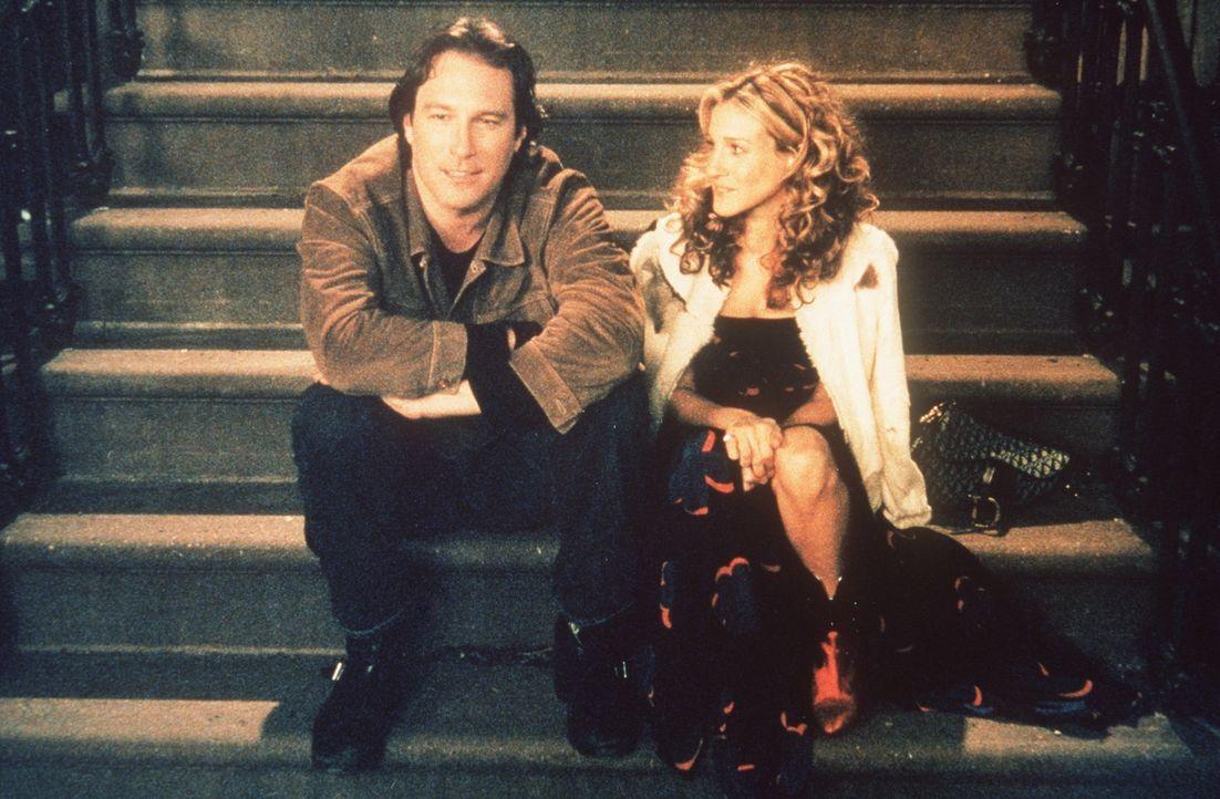 Carrie (Sarah Jessica Parker, r.) beschließt, für Aidan (John Corbett, l.) das Rauchen aufzugeben, was allerdings gar nicht so einfach ist ... - Bildquelle: Paramount Pictures