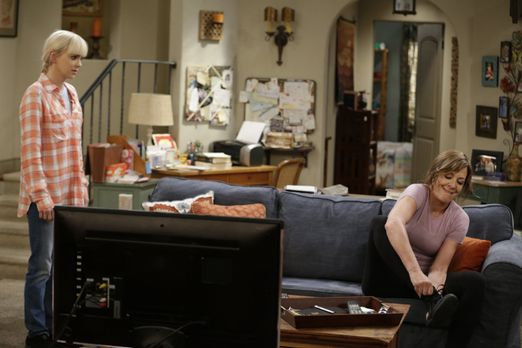 Christy (Anna Farris, l.) und Bonnie (Allison Janney, r.) kriegen sich in die...