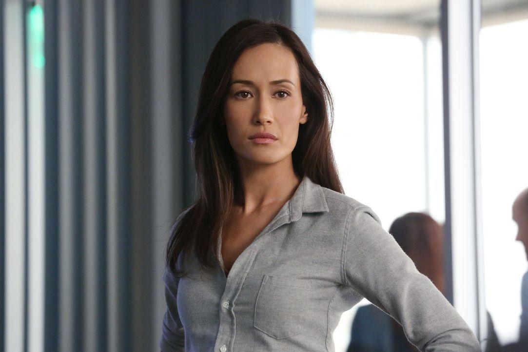 Während der Ermittlungen in einem neuen Fall, muss sich Beth (Maggie Q) mit ihrem eigenen Stalker auseinander setzen ... - Bildquelle: Warner Bros. Entertainment, Inc.