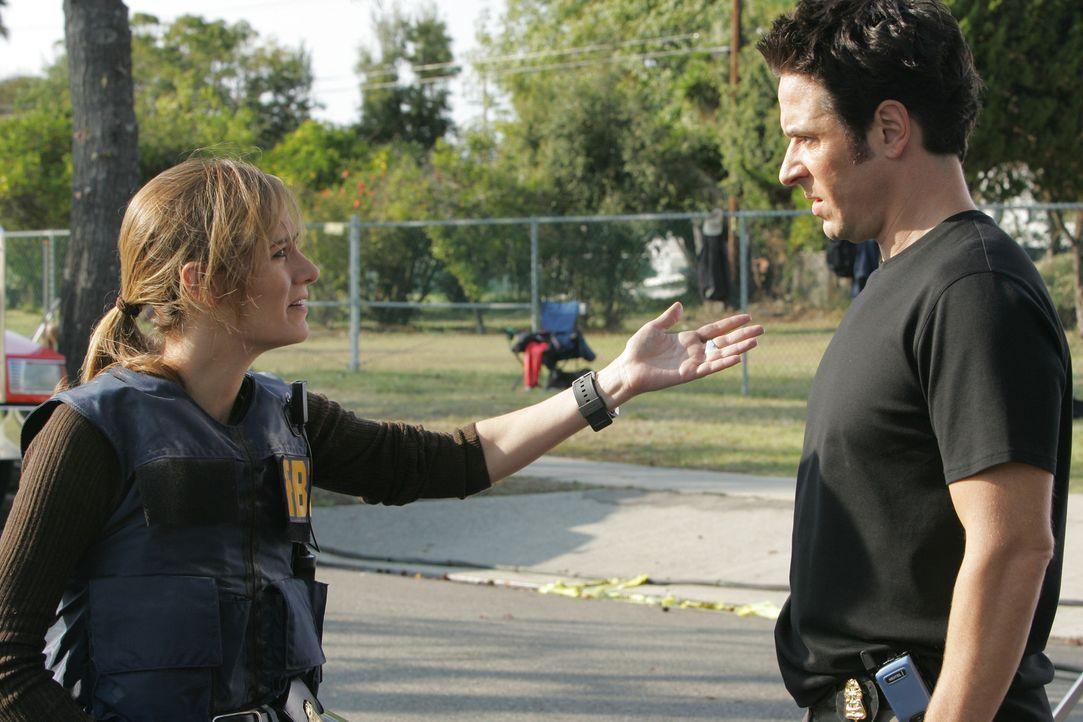 Das FBI hebt einen Drogenhändlerring aus, doch einer der Drogenhändler kann seinen Chef noch warnen. Don (Rob Morrow, r.), Megan (Diane Farr, l.) un... - Bildquelle: Paramount Network Television