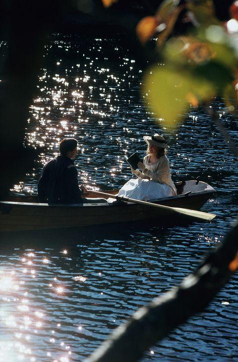 Erleben eine ganz besondere Liebe: Scotty (Campbell Scott, l.) und Elizabeth (Jennifer Jason Leigh, r.) ... - Bildquelle: Hallmark Entertainment