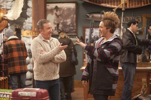 Der Star der Angler-Szene, Chad Bickle (Steve Talley, r.), schaut im Laden vo...