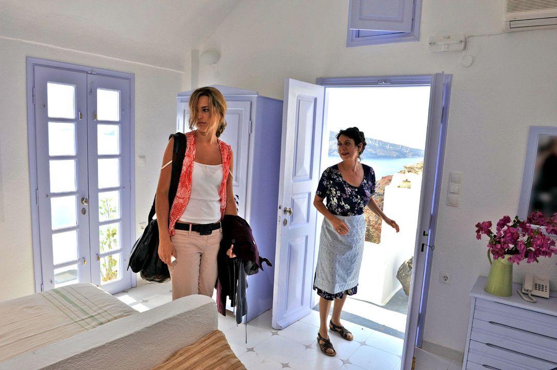 Bei Janis' Tante Marietta (Verena Plangger, r.) findet Vanessa (Alissa Jung, l.) schließlich eine Unterkunft ... - Bildquelle: Hardy Brackmann Sat.1