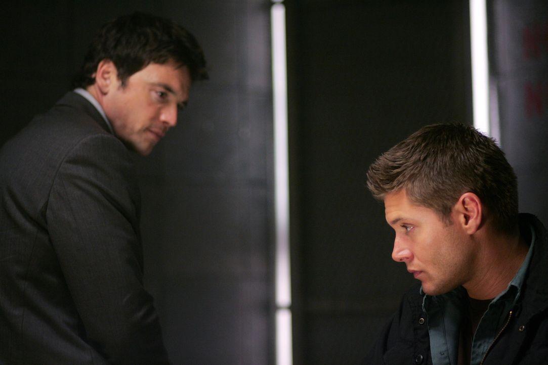 Peter Sheridan (Jason Gedrick, l.) ist fest davon überzeugt, dass Dean (Jensen Ackles, r.) der Mörder von Karen ist ...