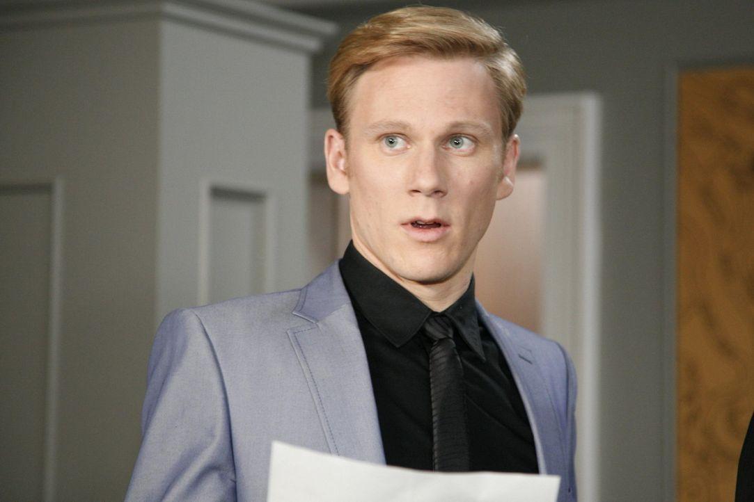 Philip (Philipp Romann) ist geschockt, als er erfährt, dass sein verhasster Bruder Adrians Sohn ist ... - Bildquelle: SAT.1