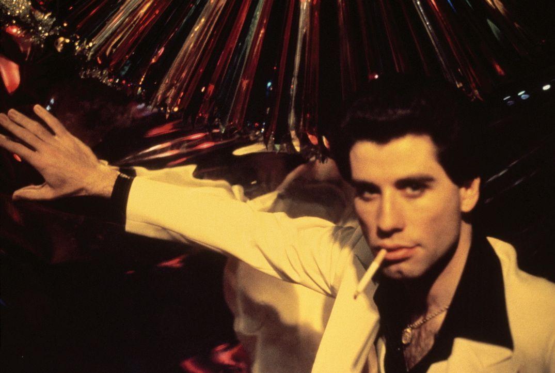 Samstagnacht wird der neunzehnjährige Tony Manero (John Travolta) in der Welt glitzernder Lichter und Stroboscop-Blitze zum König der Tanzfläche. - Bildquelle: Paramount Pictures