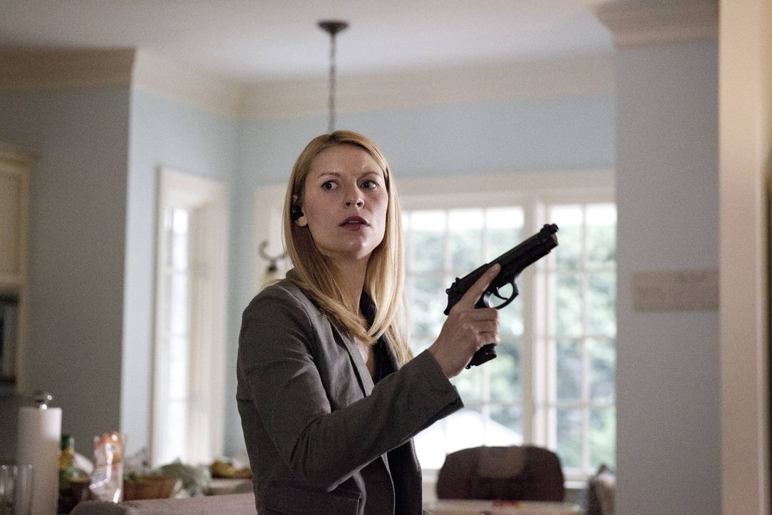 Carrie (Claire Danes) wird von Javadis Männern gekidnappt, um sie für seine Zwecke anzuheuern. Doch sie offenbart ihm, dass sie und Saul von seinen... - Bildquelle: 2013 Twentieth Century Fox Film Corporation. All rights reserved.
