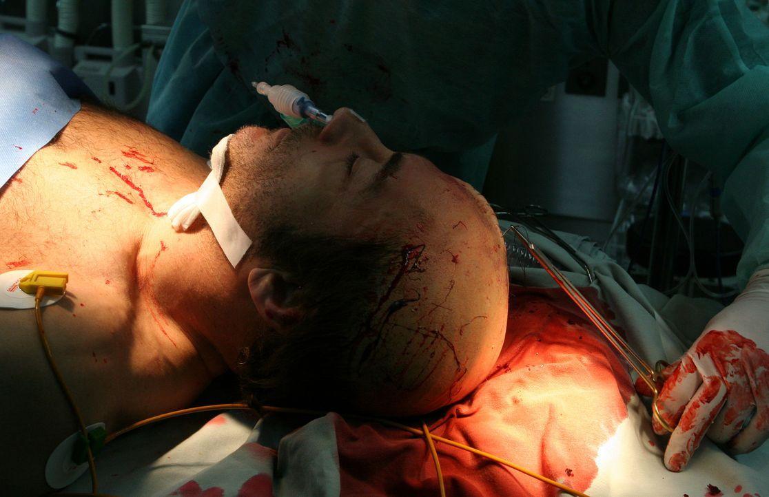 Dank einer Notoperation kann Cop Anthony Stowe (Jean-Claude Van Damme) gerettet werden, doch er fällt monatelang ins Koma. Kaum wieder erwacht, ver...