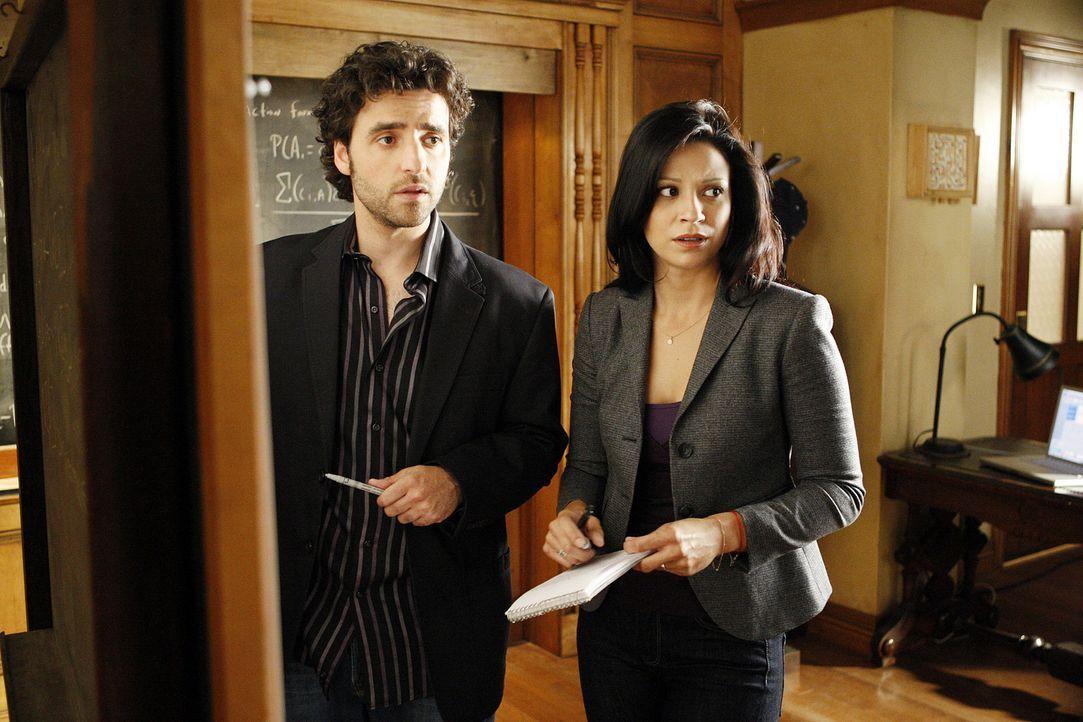 Noch stehen Charlie (David Krumholtz, l.) und Amita (Navi Rawat, r.) vor einem Rätsel ... - Bildquelle: Paramount Network Television