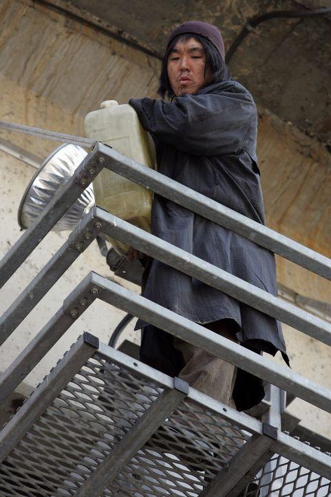 Ein koreanischer Mitarbeiter (Brian Rhee) eines US-amerikanischen Militärstützpunkts kippt im Jahr 2000 giftigen Chemiemüll in einen Fluss in Seoul.... - Bildquelle: MFA