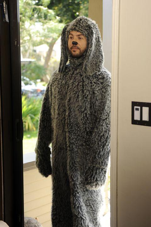 Der Hund Wilfred (Jason Gann) bringt seinen Aufpasser Ryan immer wieder in unglaublich missliche Situationen ... - Bildquelle: 2011 FX Networks, LLC. All rights reserved.