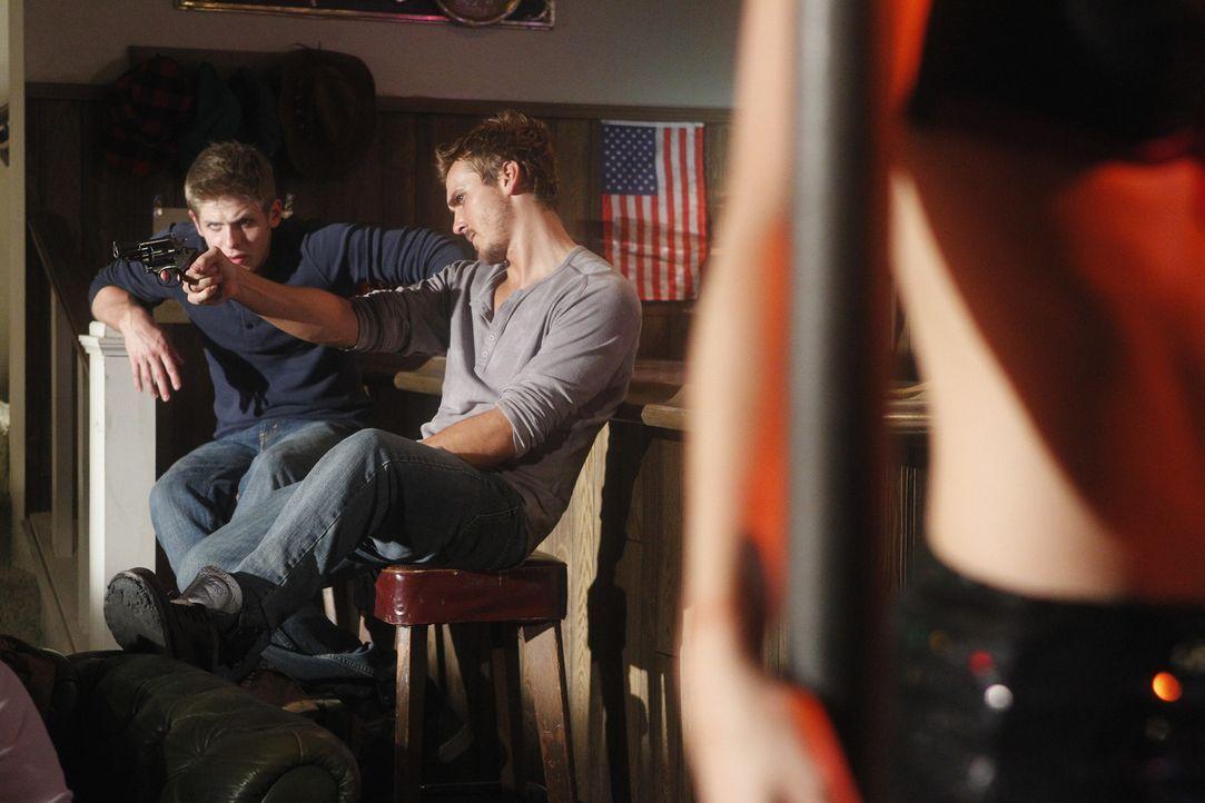 Wird das BAU-Team rechtzeitig erscheinen, um Stefanie aus den Fängen von Chris (Michael Terry, l.) und Michael (Steve Talley, r.) zu befreien? - Bildquelle: ABC Studios