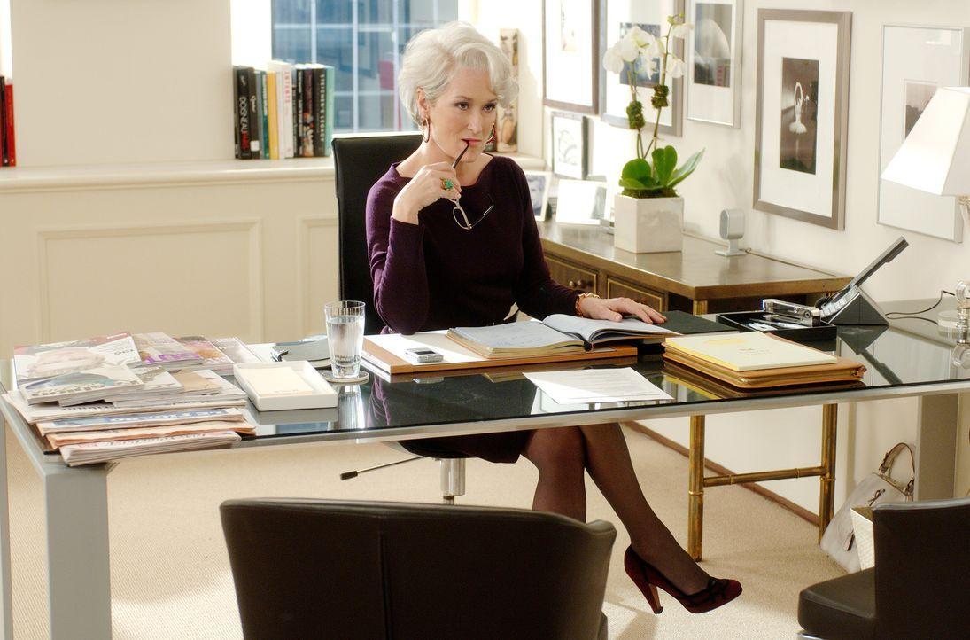 """Die gesamte New Yorker High Society liegt ihr zu Füßen: """"Runways"""" Chefredakteurin Miranda Priestly (Meryl Streep) ... - Bildquelle: 2006 Twentieth Century Fox"""
