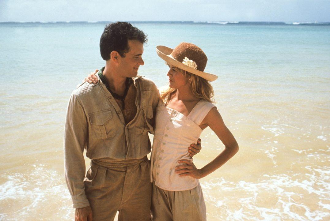 Zusammen mit der burschikosen Patricia (Meg Ryan, r.) reist Joe (Tom Hanks, l.) auf die Insel Waponi Woo ... - Bildquelle: Warner Bros.