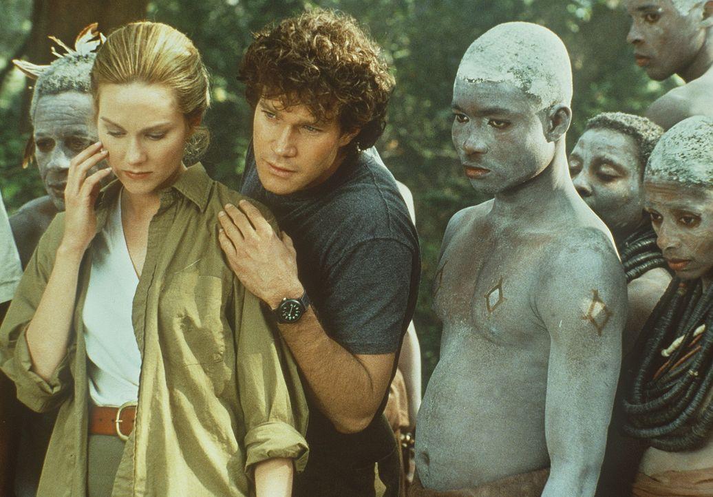 Karen Ross (Laura Linney, l.) und ihr Kollege Peter Elliot (Dylan Walsh, M.) machen eine wahrhaft beängstigende Entdeckung ... - Bildquelle: Paramount Pictures