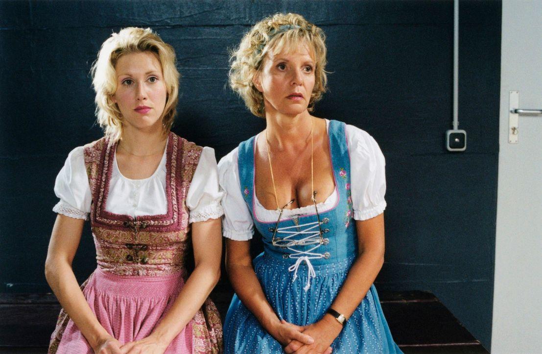 Eine Freundschaft mit fatalen Folgen: Doris (Gruschenka Stevens, l.) und Helga (Ulrike Kriener, r.) ... - Bildquelle: Christian A. Rieger ProSieben