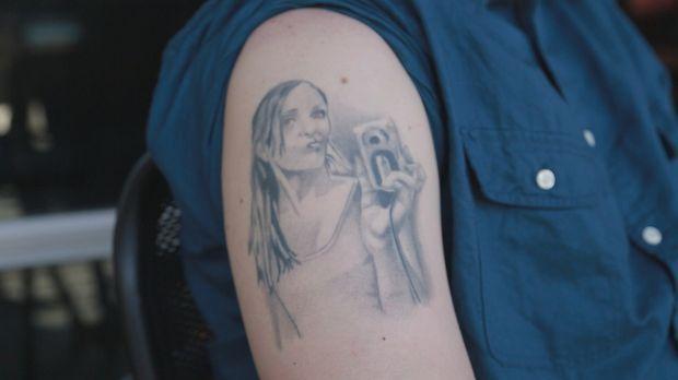 Das Portrait seiner Ex-Freundin auf den Arm sorgt  bei John für Ärger mit sei...