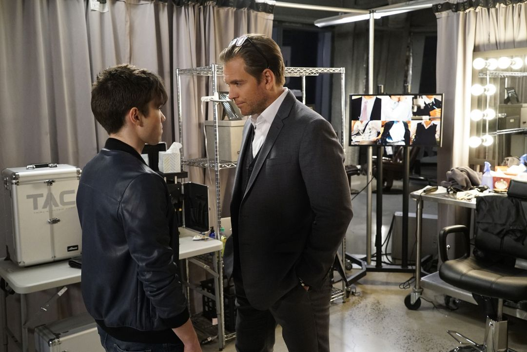 Bull (Michael Weatherly, r.) unterzieht Brandon (Luke Slattery, l.) einem Lügendetektortest, um herauszufinden, ob Brandon den Mord betreffend lügt.... - Bildquelle: David M. Russell 2016 CBS Broadcasting, Inc. All Rights Reserved.