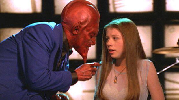 Dawn (Michelle Trachtenberg, r.) wird entführt. Man bringt sie zu einem Dämon...