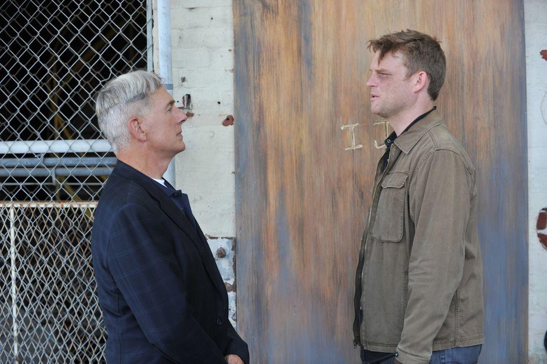 Bei den Ermittlungen in einem neuen Mordfall stoßen Gibbs (Mark Harmon, l.) und sein Team auf den Marinekapitän Joe Wescott (Brad Beyer, r.). Doch h... - Bildquelle: CBS Television