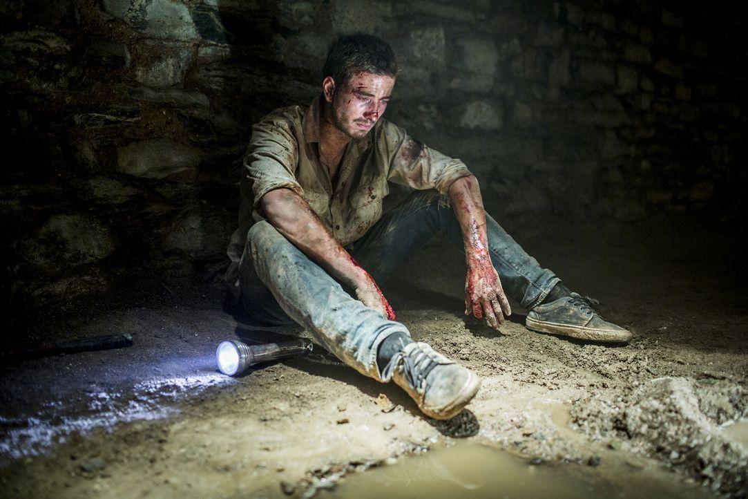 Der Wolf Creek-Killer wetzt bereits seine Messer. Kann der britische Surfer Paul (Ryan Corr) dem Menschenhasser Mick Taylor noch entkommen? - Bildquelle: Mark Rogers 2013