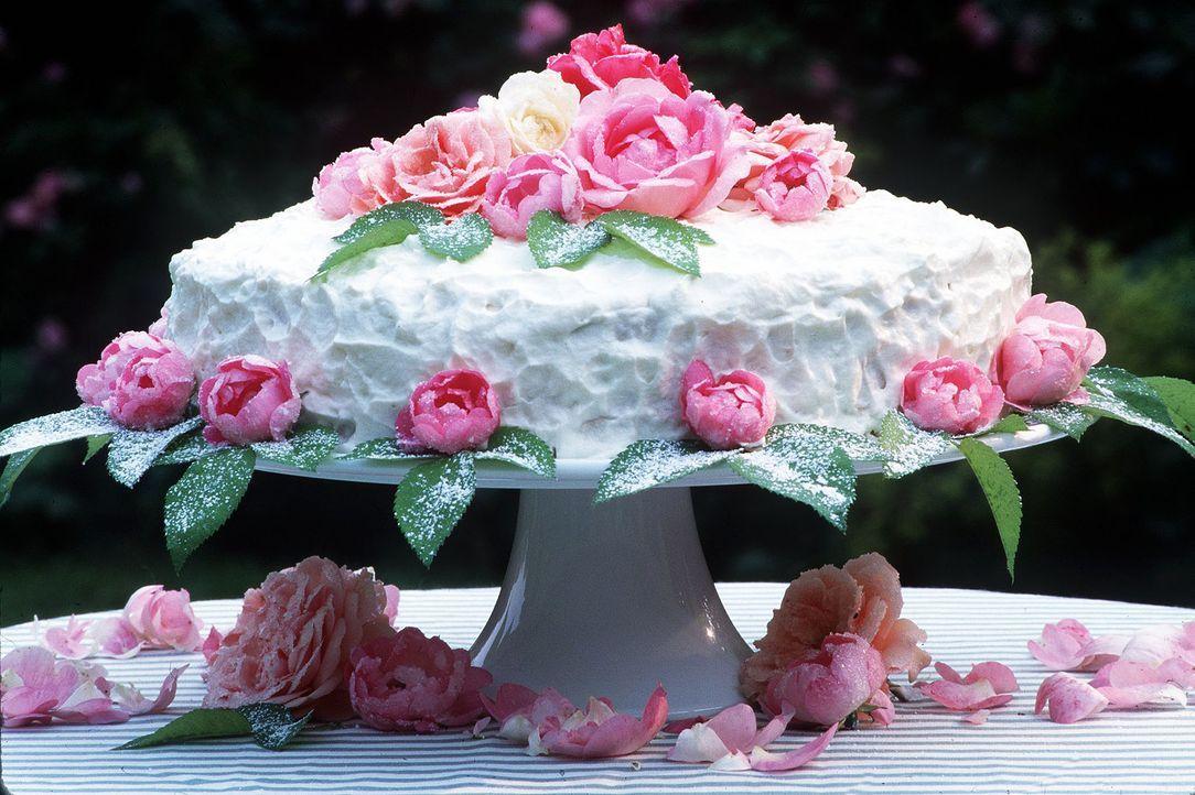 Hochzeitstorte-Rosenblueten-dpa - Bildquelle: dpa