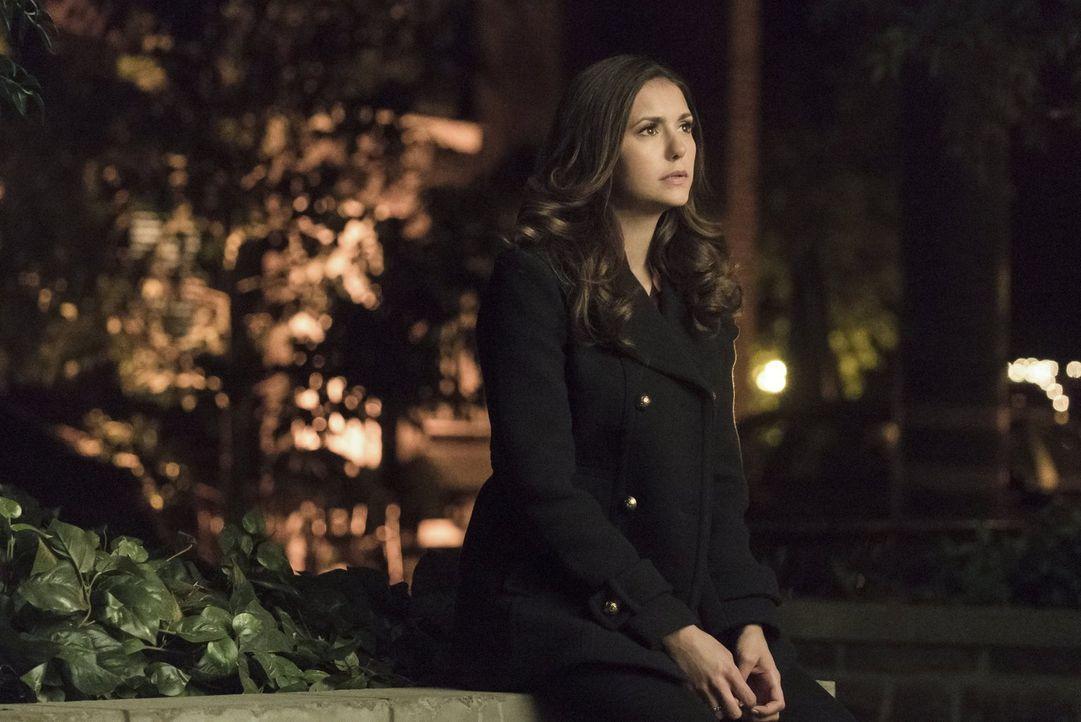 Die Schwangerschaft von Jo lässt Elena (Nina Dobrev) über ihr Vampir-Dasein nachdenken ... - Bildquelle: Warner Bros. Entertainment, Inc