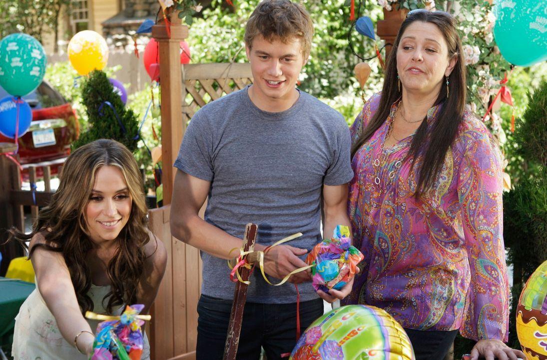 Melinda (Jennifer Love Hewitt, l.) hat für ihren Sohn eine Party organisiert. Ned (Christoph Sanders, M.) und Delia (Camryn Manheim, r.) überbringen... - Bildquelle: ABC Studios