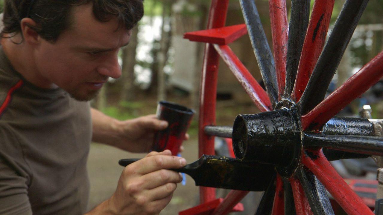 Damit das Wasserfahrzeug auch den richtigen Look bekommt, verpasst Andrew ihm einen neuen Anstrich ... - Bildquelle: Brojects Ontario Ltd./Brojects NS Ltd