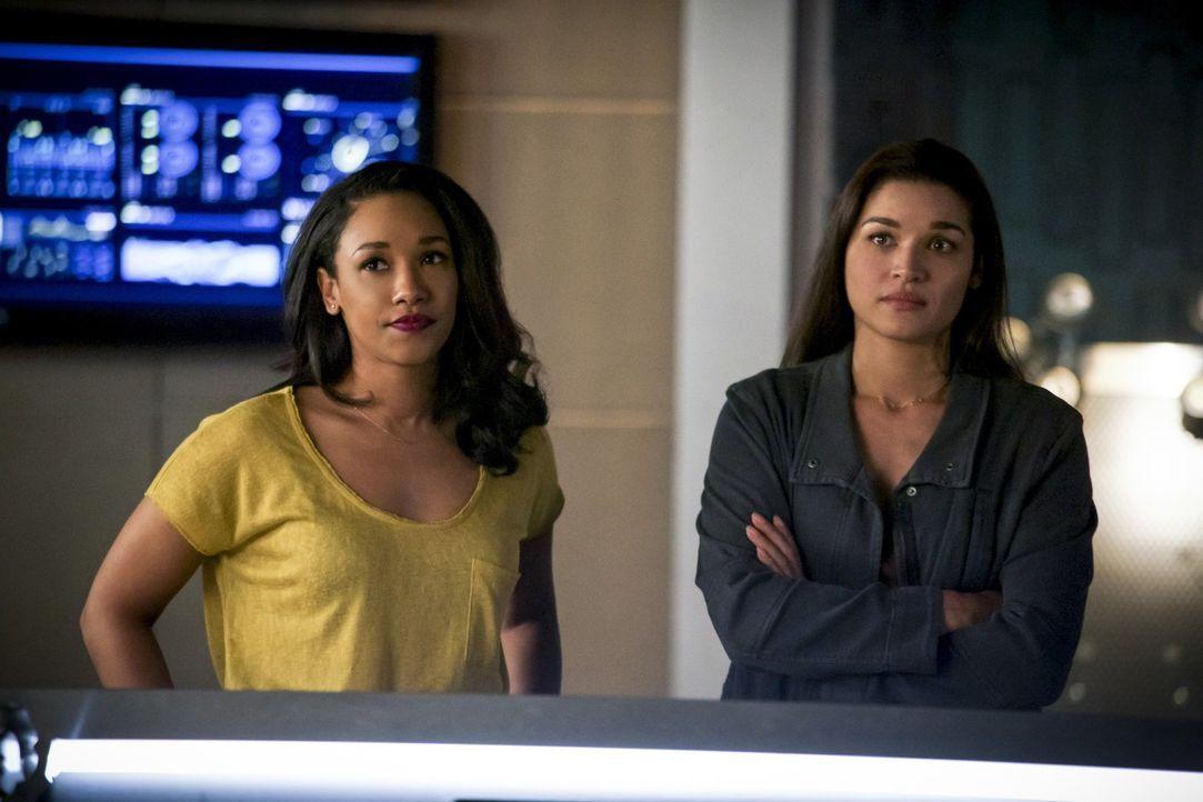 """Iris (Candice Patton, l.) und Marlize (Kim Engelbrecht, r.) müssen zusammenarbeiten, wenn sie die von DeVoe geplante """"Erleuchtung"""" aufhalten wollen... - Bildquelle: 2017 Warner Bros."""