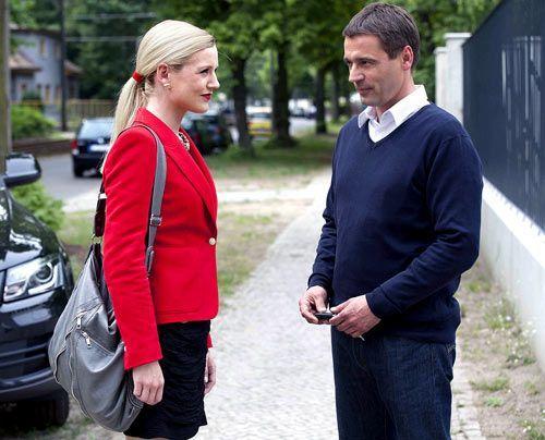 Stefan kann Helena charmant davon überzeugen, sich von ihm in der Villa verwöhnen zu lassen ... - Bildquelle: David Saretzki - Sat1