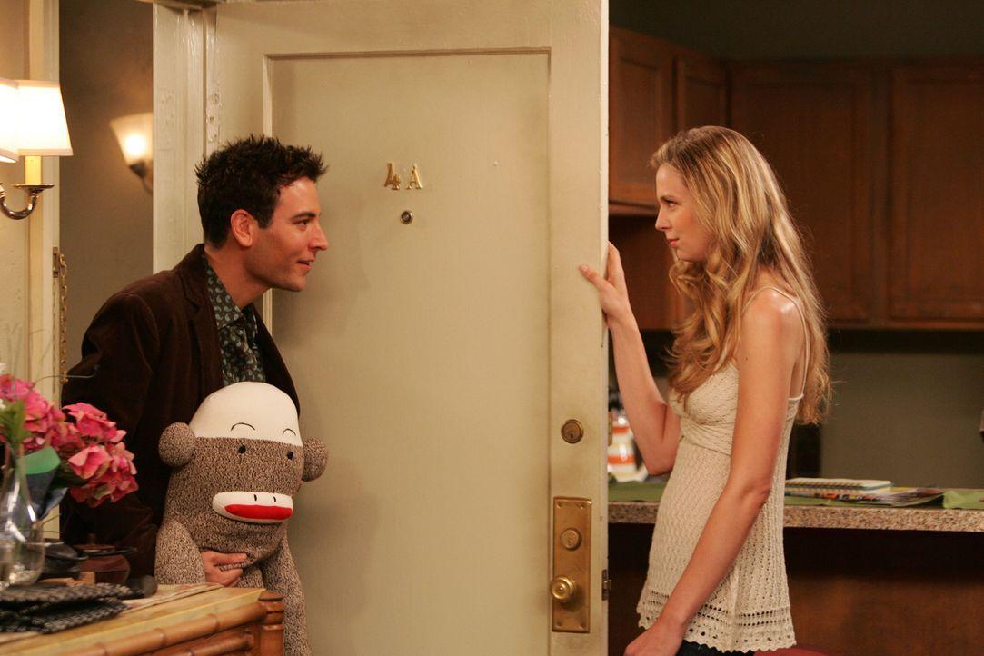 Ted (Josh Radnor, l.) gelingt es, Natalies (Anne Dudek, r.) Herz ein weiteres Mal zu erobern, doch bereits nach kurzer Zeit wird ihm klar, dass sie... - Bildquelle: 20th Century Fox International Television