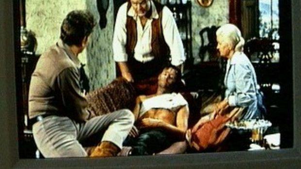 Little Joe (Michael Landon, l.) hat den Bankräuber Buckler (Ron Hayes, M.) sc...