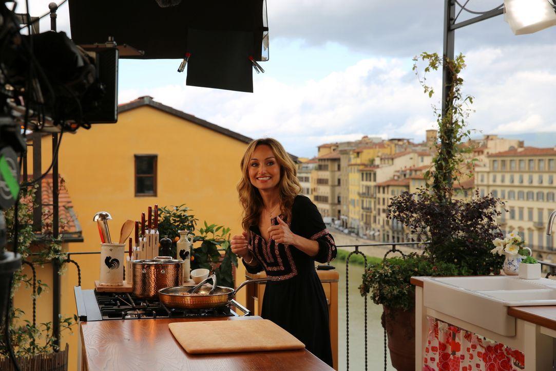 Da ihr Opa Dino De Laurentiis während des Filmdrehs zu Hannibal eine Zeit lang in Florenz gelebt hat, lässt sich Giada von den Drehorten und ihrem G... - Bildquelle: 2016,Television Food Network, G.P. All Rights Reserved
