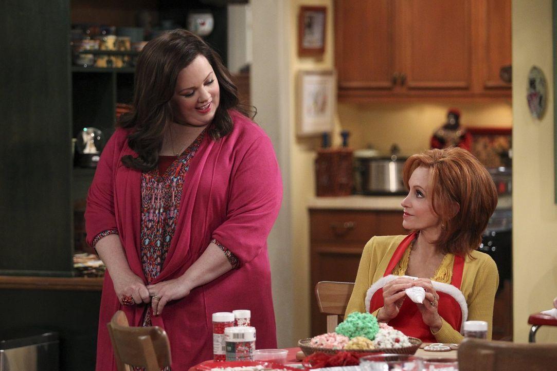 Ein Weihnachten der besonderen Art wartet auf Joyce (Swoosie Kurtz, r.) und Molly (Melissa McCarthy, l.) ... - Bildquelle: Warner Brothers