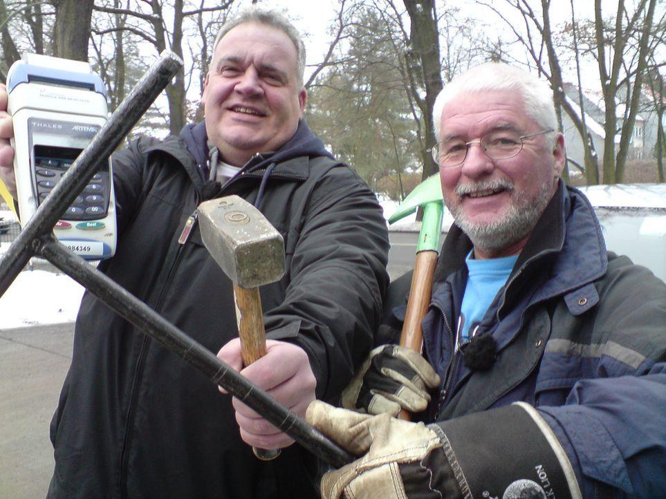 In Berlin zahlen tausende ihre Wasserrechnung nicht. Wenn ein Schuldner hartnäckig kein Geld überweist, drehen ihnen Lars Asbeck (44) und Jürgen... - Bildquelle: kabel eins