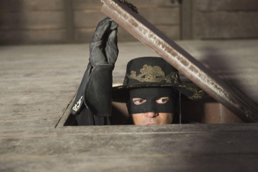 Zorro (Antonio Banderas) hat alle Hände voll zu tun: Er muss seinen kalifornischen Landsleuten zu Hilfe eilen, den korrupten McGivens stoppen und a... - Bildquelle: Sony Pictures Television International. All Rights Reserved.