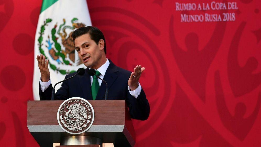 Mexikos Staatspräsident Nieto freut sich auf WM 2026 - Bildquelle: AFPSIDPEDRO PARDO