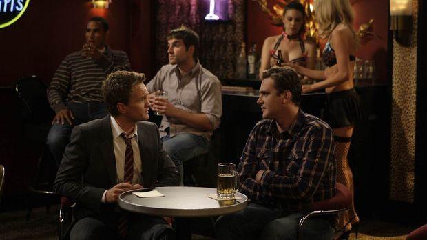 Während Ted ein Blind Date hat, schleift Barney (Neil Patrick Harris, l.) Mar...