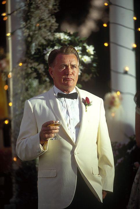 Roger Strong (Martin Sheen) glaubt, eine besonders gute Partie für seine Tochter aufgetan zu haben ... - Bildquelle: TM &   2003 DreamWorks LLC. All Rights Reserved
