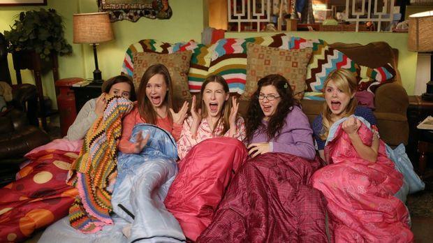 Um Sue (Eden Sher, M.) bei ihren Freunden