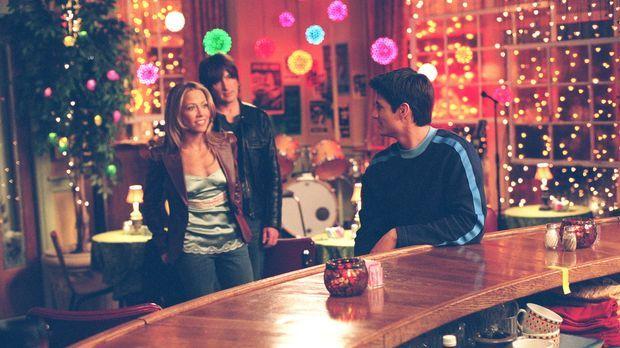 Nathan (James Lafferty, r.) ist überrascht, als er Sheryl Crow (Sheryl Crow,...