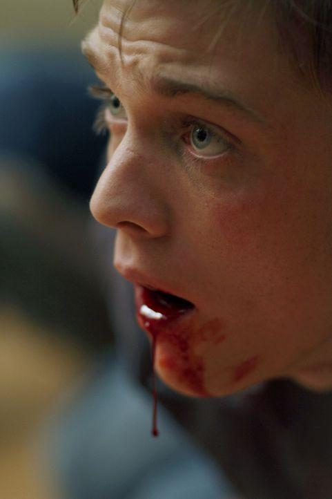 Zachariah hat Adam (Jake Abel), den Bruder von Dean und Sam, auferstehen lassen um ihn als Köder zu benutzen ... - Bildquelle: Warner Brothers