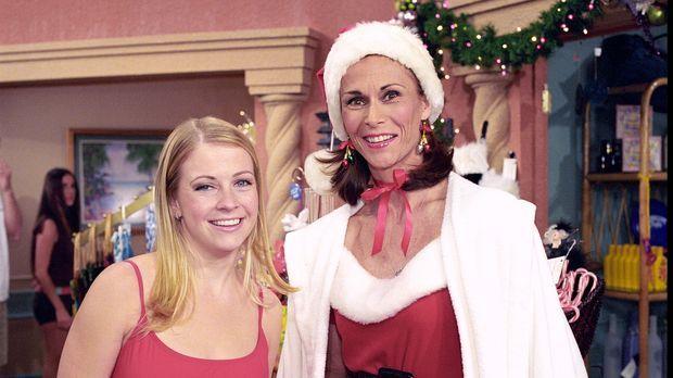 Roxies Mutter Candy (Kate Jackson, r.) ist aus dem Gefängnis entlassen worden...