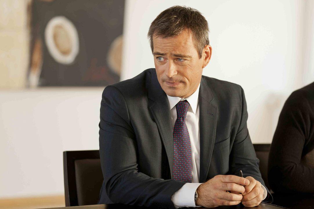 Wegen einem neuen Fall an dem Danni arbeitet, bekommt sie Ärger mit Oliver Schmidt (Jan Sosniok) ... - Bildquelle: SAT.1