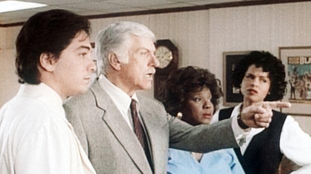 (v.l.n.r.) Jack (Scott Baio), Mark (Dick Van Dyke), Delores (Delores Hall) un...