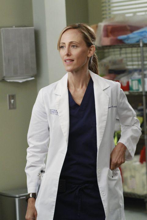 Reagiert geschockt, als Doktor Webber Henry zu einer Last-Minute-Operation ins Krankenhaus bestellt: Teddy (Kim Raver) ... - Bildquelle: ABC Studios