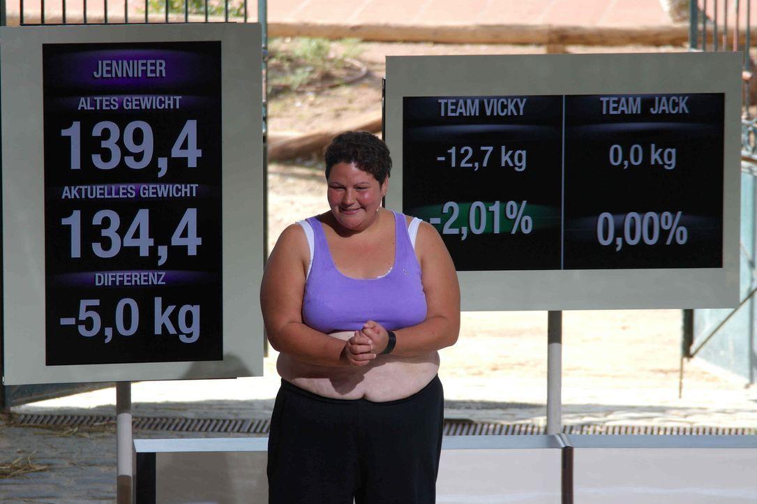 Stolz präsentieren die Kandidaten ihr verlorenes Gewicht. Das harte Training und die radikale Umstellung der Ernährung zeigt erste Ergebnisse ... - Bildquelle: Enrique Cano SAT.1