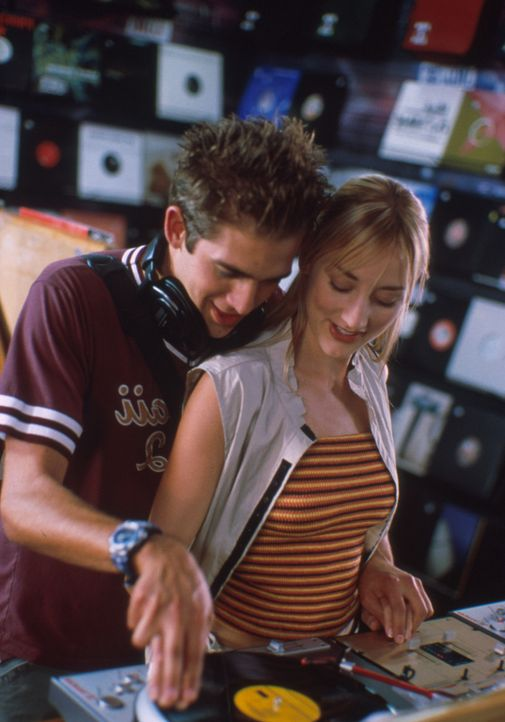 Mit Maya (Bree Turner, r.) verbringt Billy (Eric Szmanda, l.) viele schöne Stunden. Doch dann fällt er einem perfiden Spiel zum Opfer ... - Bildquelle: Mistral Pictures, LLC