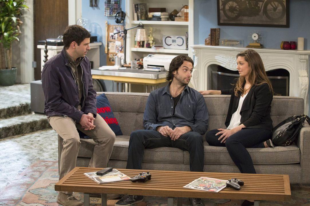 Schafft es Danny (Chris D'Elia, M.) mit Justins (Brent Morin, l.) Hilfe, sich wieder mit Leslie (Bianca Kajlich, r.) zu versöhnen? - Bildquelle: Warner Brothers